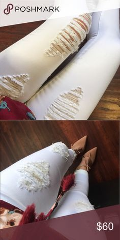 White distressed Jeans NWT. True to size. Fast shipping. Jeans Skinny