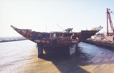 1998 One of the final views of the rudders I Dismantlement of ex-Coral Sea Military Girlfriend, Navy Military, Military Spouse, Montana Class Battleship, Uk Navy, Ship Breaking, Navy Aircraft Carrier, Us Navy Ships, Army Wives