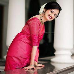 Kerala Wedding Saree, Indian Bridal Sarees, Bridal Silk Saree, Saree Wedding, Indian Fashion Dresses, Dress Indian Style, Indian Designer Outfits, Kerala Engagement Dress, Engagement Saree