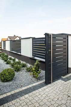 Brick Fence, Front Yard Fence, Diy Fence, Backyard Fences, Fence Landscaping, Fence Stain, Fence Art, Cedar Fence, Front Yards