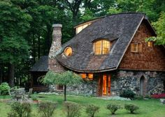 New York's Storybook Cottage - rental home / a nice collection of fairy tale cottages . how i would love a cottage! Little Cottages, Cabins And Cottages, Little Houses, Small Cottages, Storybook Homes, Storybook Cottage, Cute Cottage, Cottage Style, Stone Cottages