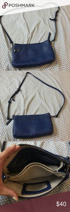 Jalaron Heritage crossbody bag Blue crossbody bag in great condition Halston Heritage Bags Crossbody Bags