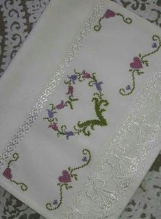 Cross Stitch Borders, Cross Stitch Designs, Cross Stitch Patterns, Beaded Embroidery, Decoration, Projects To Try, Crafts, Easy Cross Stitch, Cross Stitch Rose