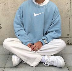 Sweatshirt Outfit, Vintage Nike Sweatshirt, Sweatpants Outfit, Fashion Sweatpants, Cute Outfits With Sweatpants, Outfits With Sweatshirts, Blue Sweater Outfit, Sweatshirts Vintage, Jeans And Hoodie