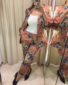 """299 Me gusta, 17 comentarios - Silvia Saavedra B (@silviasaavedrab) en Instagram: """"Alguien dijo """"primavera""""? Amando los looks florales estos días! Qué opinan de esta tendencia de ir…"""""""