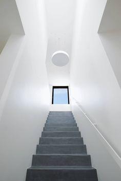Corredores, halls e escadas clássicos por STEINMETZDEMEYER architectes urbanistes
