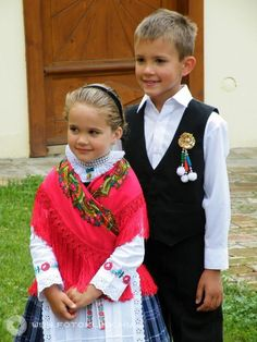 Kinder in der Tracht! Auch sie pflegen unsere Kultur. #somberek #sváb Sd Card, Folk, Image Search, Military, Style, Fashion, Folk Costume, Hungary, Culture