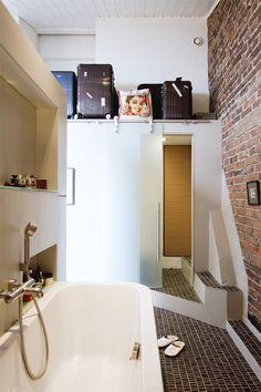 Lovely bathroom from Glorian Koti magazine And look at the luggage! Earthy, Bathtub, Magazine, Bathroom, Colors, Brown, Wood, Home Decor, Bath
