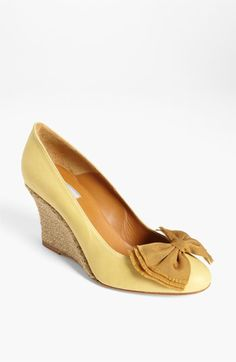 yellow bow pumps :: love!