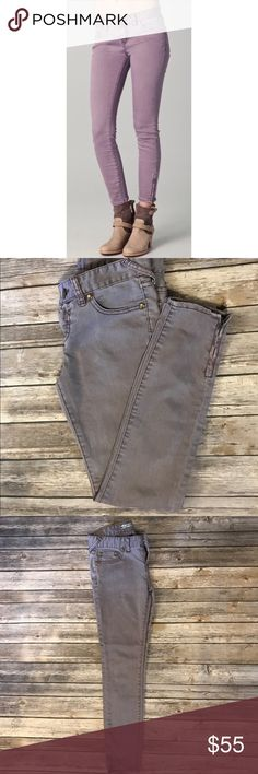 """Free People Jeans Light purple/lilac Free People skinny jeans size 25.  Classic five pocket styling with ankle zippers.  Waist measurements laying flat are approximately 14.5"""", 26.5"""" Inseam, 8"""" Rise.  So cute on! Free People Jeans"""