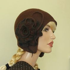 One of a kind, very elegant and light hat in color brown made in technique nunofelt. Complete with brooch. Hat-cap style of the 1920s. Adapts to
