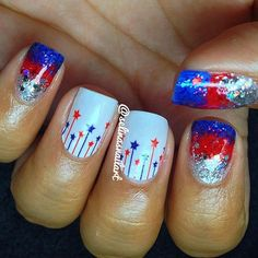 Celebrate Patriotic Day with these Nail Designs for the of July. Have fun browsing through this list of Fourth of July Nail Art ideas here. Sparkly Nails, Shiny Nails, Fancy Nails, Blue Nails, American Flag Nails, Sailor Nails, Firework Nail Art, Usa Nails, 4th Of July Nails