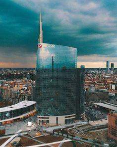 Un cielo un po'....così! #milanodavedere Foto di : @ioramram Milano da Vedere