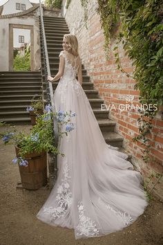 """Gorgeous Embroidered A-Lane Tulle Wedding Dress / Bridal Gown with short Sleeves and a Train. Collection """"Luxury"""" by Eva Grandes Bohemian Wedding Dresses, Bridal Dresses, Wedding Gowns, Tulle Wedding, Amazing Wedding Dress, Bridal Beauty, Bridal Style, Dream Wedding, Couture"""