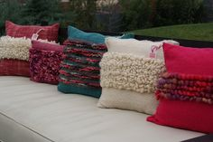 Not the inspiration for my brown and red cushion covers, but not entirely disimilar. Crochet Cushion Pattern, Cushion Cover Pattern, Crochet Cushions, Felt Pillow, Pillow Room, Small Pillows, Decorative Pillows, Loom Weaving, Hand Weaving