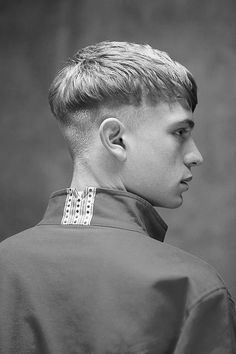 Introducing The Modern Bowl Cut Hairstyle - Hairstyles & Haircuts for Men & Women Bowl Haircuts, Hairstyles Haircuts, Haircuts For Men, Cool Hairstyles, Mens Modern Hairstyles, Mens Medium Length Hairstyles, Hair Reference, Bowl Cut, Grunge Hair