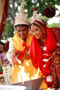 Indian Wedding - Bengali Wedding Ceremony - Bride and Bridegroom