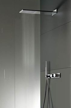 25 Best Modern Bathroom Shower Design Ideas It makes us feel like we are out on a trip or like that. Checkout our latest collection of 21 Best Modern Bathroom Shower Design Ideas and get inspired. Bad Inspiration, Bathroom Inspiration, Modern Bathroom Design, Bathroom Interior Design, Simple Bathroom, Bathroom Shower Heads, Modern Shower Heads, Douche Design, Rainfall Shower