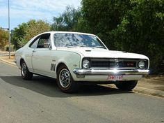 My Dad had a HT Monaro like this. The children had 4 point racing harnesses! Man Cave Gear, Car Man Cave, Australian Muscle Cars, Aussie Muscle Cars, Custom Muscle Cars, Custom Cars, General Motors Cars, Holden Monaro, Holden Australia