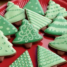 christmas cookies tree Weihnachtspltzchen these quick cookie decorating tips so your Christmas cookies will taste and look great when youre ready to serve or gift them. Christmas Cookies Gift, Christmas Sweets, Christmas Cooking, Noel Christmas, Holiday Desserts, Simple Christmas, Quick Cookies, Fancy Cookies, Iced Cookies