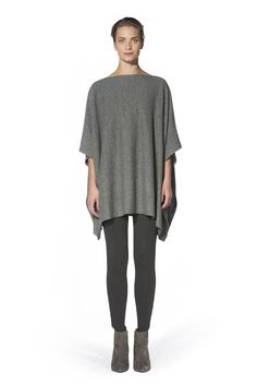 No matter what you pair them with, ponchos are stand-out pieces that demand attention. Our minimalist style makes no exception with its flowy silhouette and asymmetric side hem cascading down the hips. Team yours with anything from leggings to mini-skirts to balance the loose fit, and accessorize with ankle boots for classy looks.