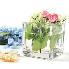 Square glass jar to create gorgeous wedding table centerpieces.