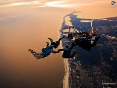 Sky Diving over Los Angeles, CA during sunset -bucket list Action Photography, Landscape Photography, Adventure Photography, Aerial Photography, Amazing Photography, Photography Ideas, France Sport, Hd Sky, Dubai