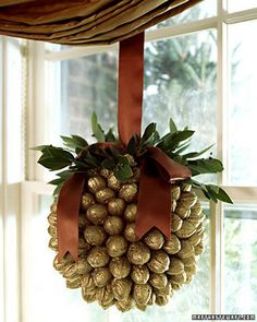 walnut ball christmas diy crafts - would be cute with bells instead of walnuts too Noel Christmas, Diy Christmas Ornaments, All Things Christmas, Winter Christmas, Christmas Wreaths, Christmas Decorations, Gold Decorations, Homemade Christmas, Christmas Christmas