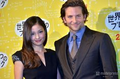 "Model Kuroki Meisa with actor Bradley Cooper at Tokyo Premier of ""Silver Linings Playbook"" in Roppongi.     黒木メイサ、ブラッドリー・クーパー(C)2012 SLPTWC Films,LLC. All Rights Reserved.配給:ギャガ"