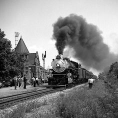 Heart of Dixie train excursion---pulling in to Fort Payne, Alabama Depot on its way to Chattanooga TN in 1967 Fort Payne Alabama, Southern Railways, Sweet Home Alabama, Landscape Wallpaper, Birmingham, Old Photos, Tractors, Art Ideas, Trips