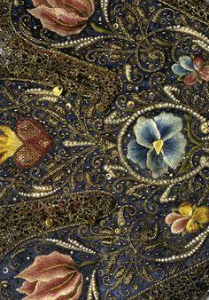 detail of gloves: Accessoires der Kurfürstin Elisabeth von der Pfalz (1596-1662)    1629-1630    Leder, Seide mit Stickerei in Gold, Silber und Seidengarn, Metallspitze, Perlen    Inv.-Nr. 62/21.1-3