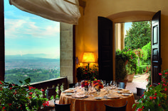Belmond Villa San Michele - Florence, ItalyA spectacular hilltop hotel overlooking the terracotta rooftops of Florence, Belmond Villa San Michele enjoys a magnificent setting in the lush hills of. Jacuzzi, Toscana, Villa, Bar Piscina, Le Bristol Paris, Tuscan Recipes, Architecture Design, Best Spa, Luxury Accommodation