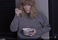 Taylor Swift, made the admission that she 'sleep eats' while appearing on The Ellen DeGeneres Show. Taylor Swift Singing, Young Taylor Swift, Taylor Swift Funny, Taylor Swift Pictures, Taylor Alison Swift, Wonderland Taylor Swift, Ellen Degeneres, Reaction Pictures, Funny Faces