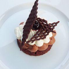 Ma forêt noire.... #menubistromique #forêtnoire #chantilly #chocolat #amarena #cherries #yummy #gourmandcroquant #dessert #pâtisserie #pastry #faitmaison #Food #Foodista #PornFood #Cuisine #Yummy #Cooking