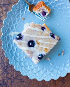 blueberrycake-34 Blueberry Yogurt Cake, Lemon Blueberry Loaf, Greek Yogurt Cake, King Arthur White Cake Recipe, Cupcake Recipes, Dessert Recipes, Vanilla Glaze, Apple Tart Recipe, Best Breakfast Recipes