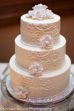 Trying to glean some inspiration for scrollwork... isn't this beautiful? Simple, and understated, but I like it :)