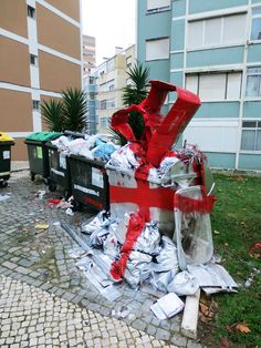Our Gift To Mother Nature  :::   Bordalo Segundo a.k.a. Bordalo II    :::  Lisbon, Portugal   :::   http://www.bordalosegundo.com