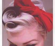 Great pin-up hair! I've got to start practicing some pin-up styles. Mode Rockabilly, Rockabilly Fashion, Retro Curls, Estilo Pin Up, Cosplay Costume, Pin Up Hair, Pin Up Curls, Retro Hairstyles, Everyday Hairstyles