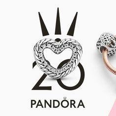 Cuando unes joyas y el brillo del pavé surge la perfección. Descubre una colección icónica.