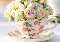 この発想なかった!ティーカップにお花を詰め込むフラワーアレンジメント♡