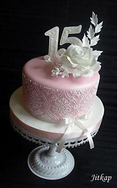 Růžový s růží a stencilou - Cake by Jitkap White Cakes, Pastel Pink, Cake Decorating, Stencils, Desserts, Birthday Cakes, Cake Ideas, Food, Tailgate Desserts