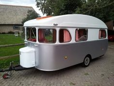Make sure you look at the Happy Camper Two Person tent. Vintage Campers Trailers, Retro Campers, Vintage Caravans, Camper Trailers, Vintage Motorhome, Retro Caravan, Camper Caravan, Diy Camper, Gypsy Caravan