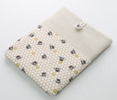 Laptop Sleeve for MacBook laptops, Macbook Pro, Macbook Air or Macbook Retina, front pocket, padded sleeve, bees and honeycomb, laptop case