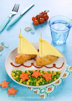 Fun Meal for Kids: Fishy Boats with Carrot Starfish Family Meals, Kids Meals, Printable Recipe Cards, Good Food, Fun Food, Creative Food, Summer Recipes, Starfish, Food Styling
