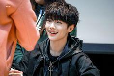 © BRIGHT FAIRY🧚♂️ [1] please do not edit or crop... : Stray Kids Update Green Raincoat, Mixtape, Black Hair, Fairy, Kpop, Boys, Cute, Bread, Bright