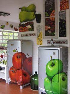 Esta é a varanda do atelier 100% Arte estas as geladeiras que eu personalizo