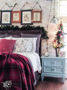 Merry Christmas Tour of Homes - Pocketful of Posies I must remember to add garland to the top of my bed. Christmas Bedroom, Christmas Home, Merry Christmas, Master Bedroom, Bedroom Decor, Dream Bedroom, Bedroom Ideas, Beautiful Bedrooms, All Things Christmas
