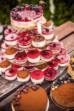 Wedding cake Budapest Naked Cake mini cake fruit www. Naked Wedding Cake With Fruit, Mini Wedding Cakes, Wedding Desserts, Mini Cakes, Cupcake Cakes, Cupcakes, Alternative Wedding Cakes, Wedding Cheesecake, Beautiful Cake Designs