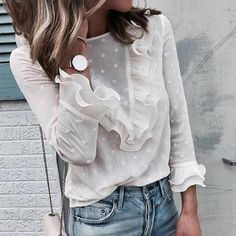 Spring outfit - White blouse - Jeans - Look Mode Outfits, Trendy Outfits, Fashion Outfits, Womens Fashion, Fashion Trends, Ladies Fashion, Fashion Clothes, Silvester Outfit, Cooler Look