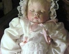 The haunted sleeping doll. The owner placed her in a wood cradle near other… Real Haunted Houses, Haunted Dolls, Most Haunted, Haunted Places, Scary Stories, Ghost Stories, Supernatural Facts, Haunted Objects, Wood Cradle